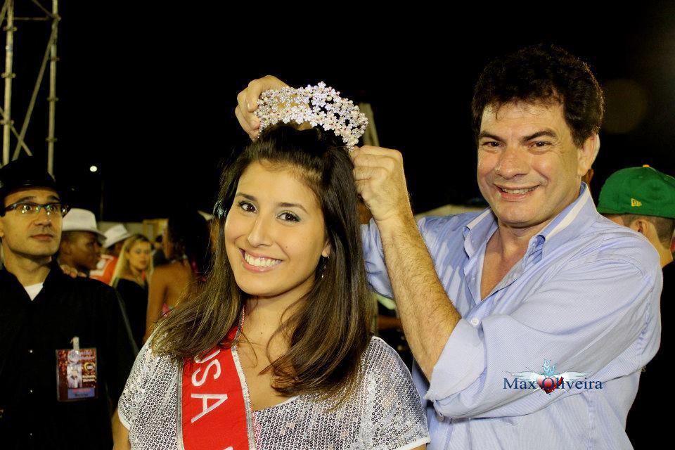 Lígia Alvarez é coroada durante ensaio técnico da Mocidade Alegre, em São Paulo (Foto: Divulgação)